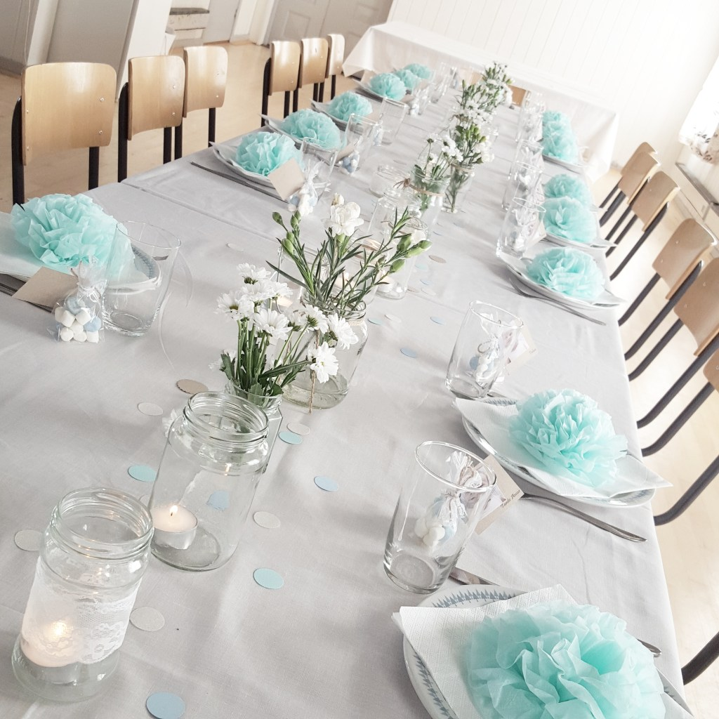 bordet til barnedåben i fine blå farver