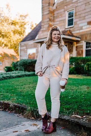 Casual Holiday Outfits with Bueno Shoes. Tennessee blogger Lacey Anne Douthat shares easy looks you can wear all year long and perfect for the holiday season.