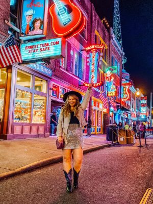 Guide for a Girls Weekend in Nashville with Lacey Anne Douthat of The Glitter Gospel. Nashville girls trip, Molly Green, Bachelorette Trip Ideas Nashville, Kendra Scott, Restoration Hardware Cafe, Nada Nashville, Hampton Social Nashville, Broadway NashvilleRoadtrip Ideas, Downtown Nashville, Bode Nashville