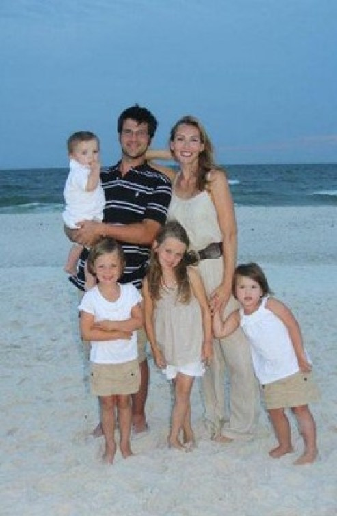 15-jep-and-jessica-robertson-with-kids-on-the-beach-duck-dynasty-then-and-now-e1364400346204