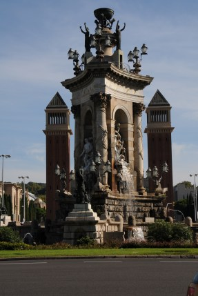 Plaza Espanya Fuente - flanked by Venetian Towers