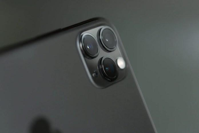 close up phography of a grey iphone xi