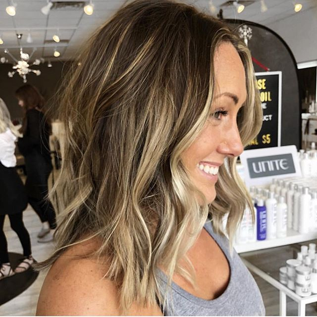 That effortless summertime balayage by @hbglosskc .. .. Find appointments at theglossarysalon.com or 913-725-8520