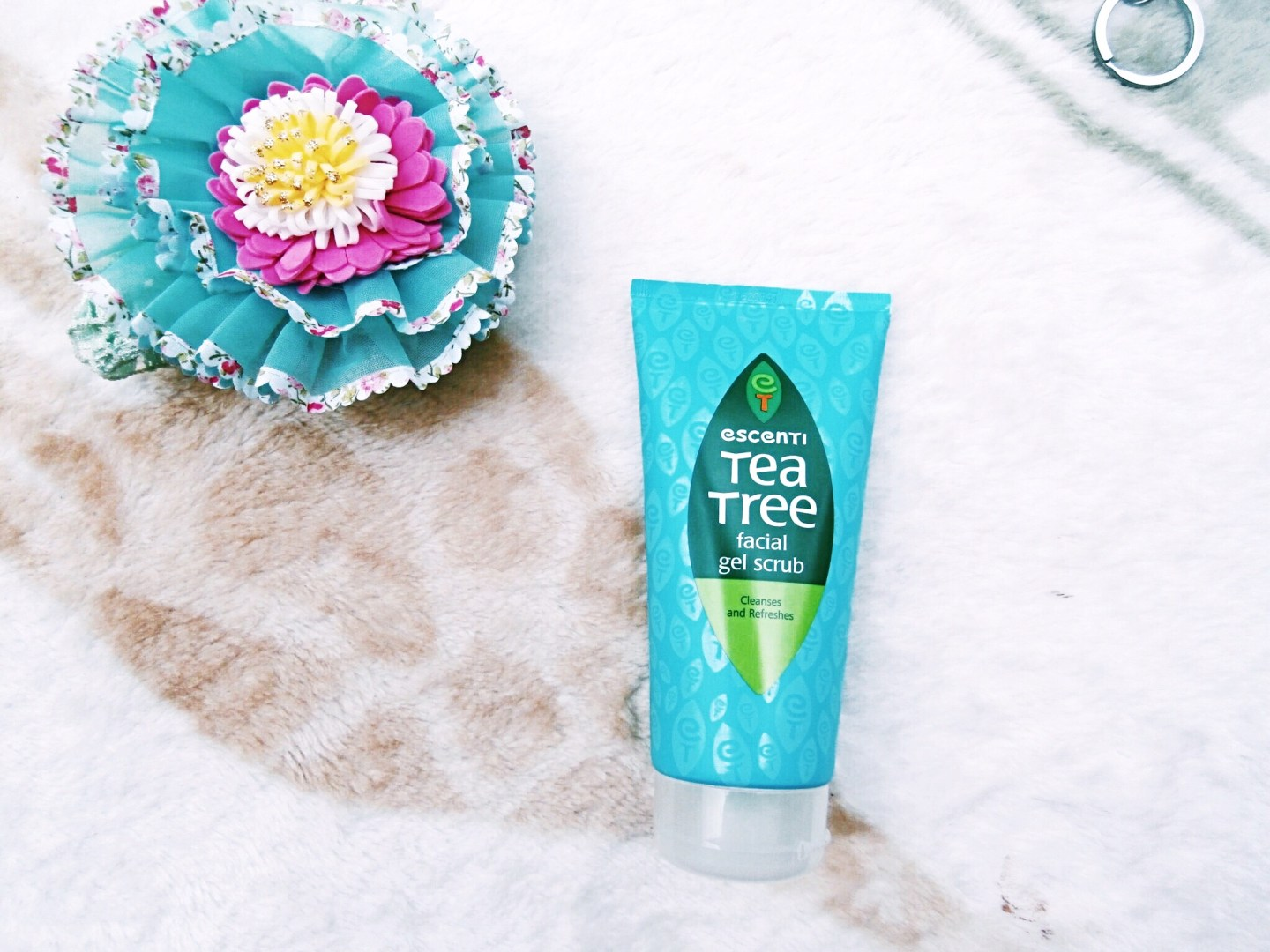 ESCENTI TEA TREE FACIAL GEL SCRUB REVIEW