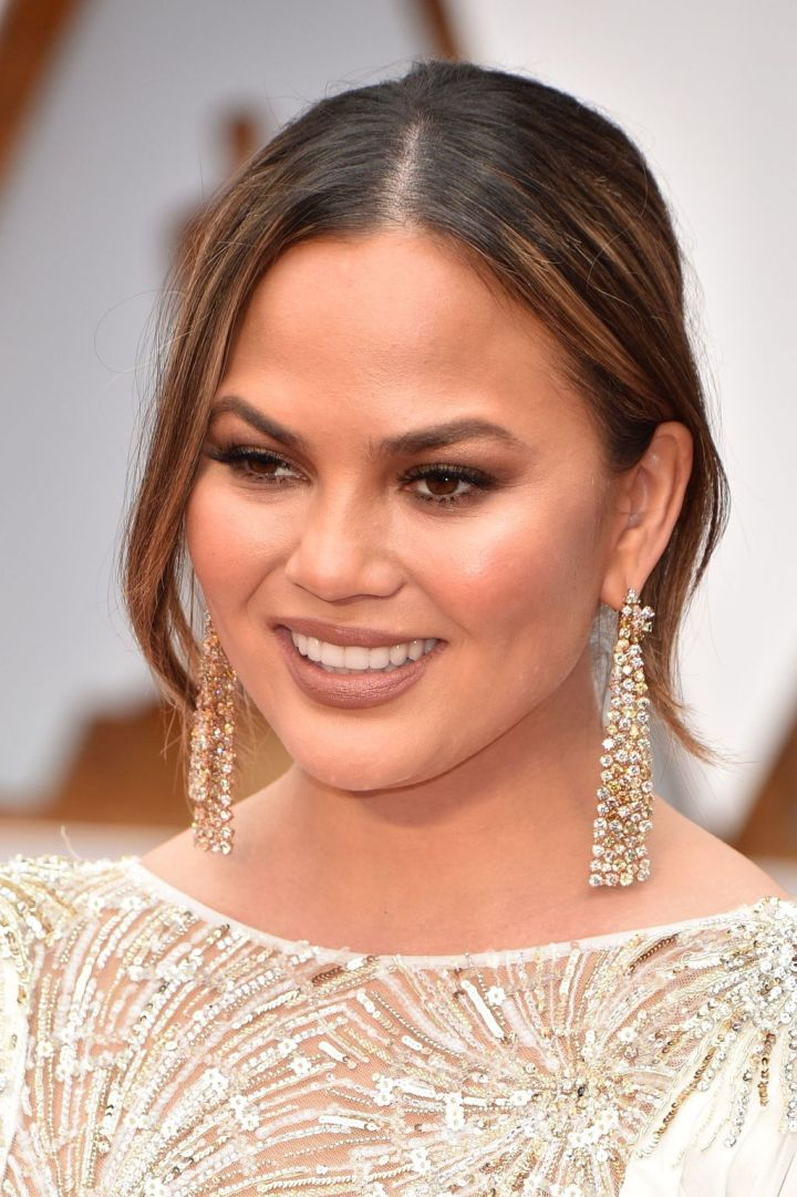 chrissy-teigen-beauty-oscar