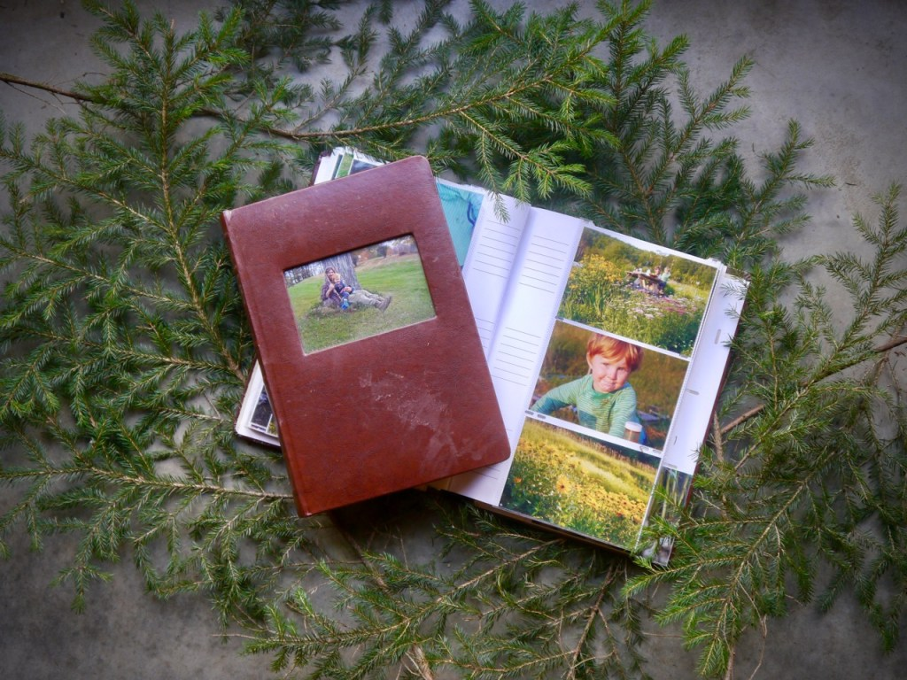 a meaningful & affordable holiday gift: family photo album