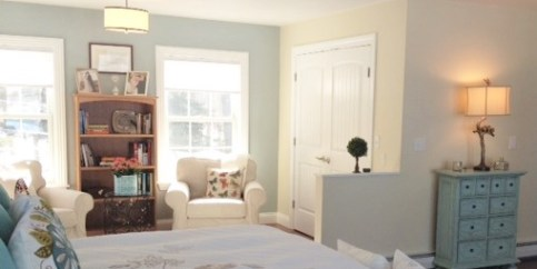 photo of sitting room accent wall