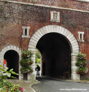 montreuil sur mer arch to town