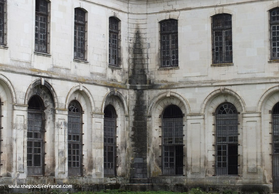 clairvaux-abbey-bars-at-windows