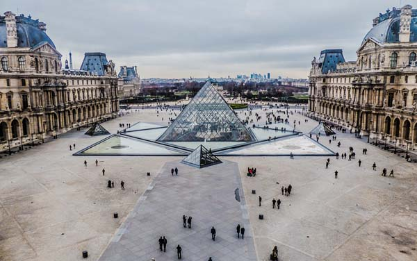 louvre family days out in paris