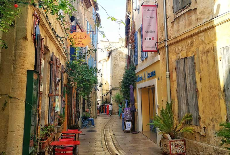 Street in St Remy de Provence, tables and chairs outside tiny bistros