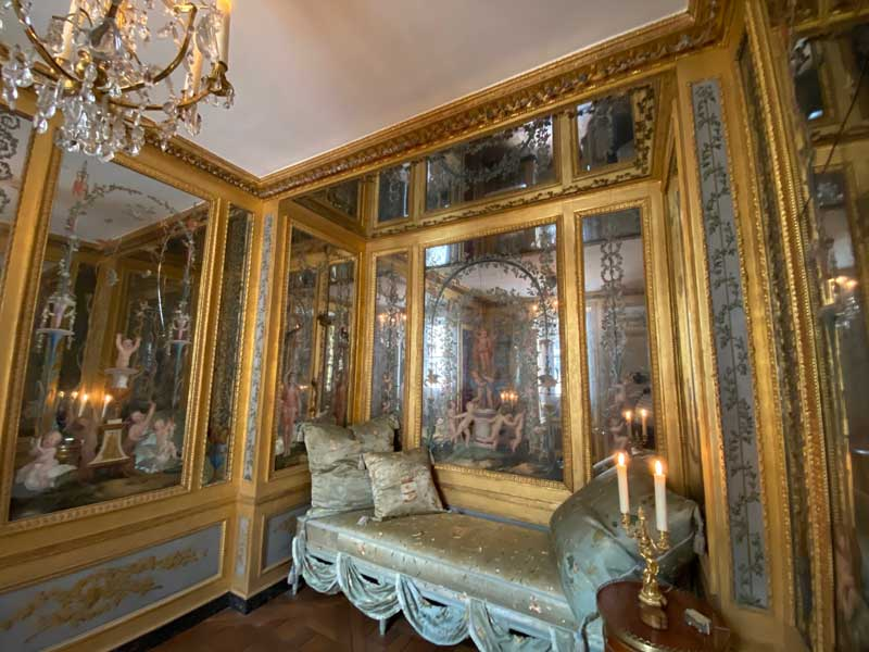 Mirror lined boudoir painted with cherubs and women in flowing gowns, Hotel de la Marine