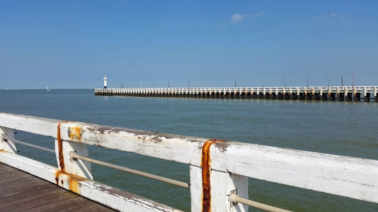 Niewupoort piers - A road trip through Germany, and other ways to pass the time (Part 2): Brussels and Nieuwpoort