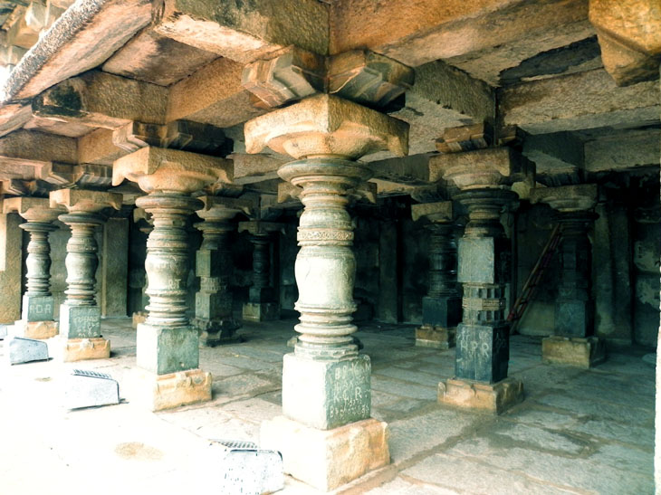Hampi_OldBazaar_Pillars - Magical sights of Hampi