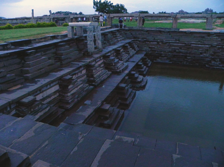 Hampi_PalaceComplex_EveningTank - Magical sights of Hampi
