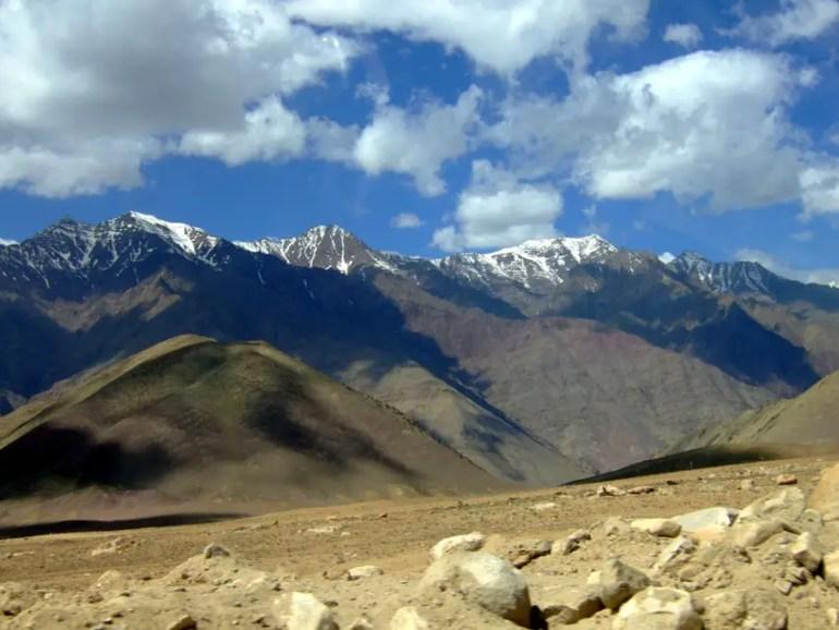 Leh - Roadside mountains - Eight things we learned in Ladakh