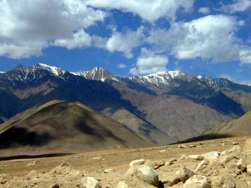 Leh - Roadside mountains - Eight things we learned in Ladakh