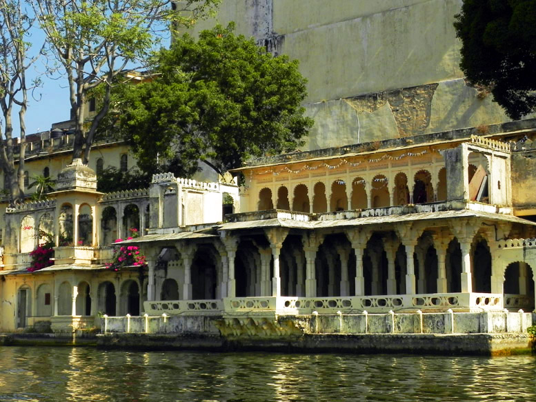 Udaipur - City palace on the lake