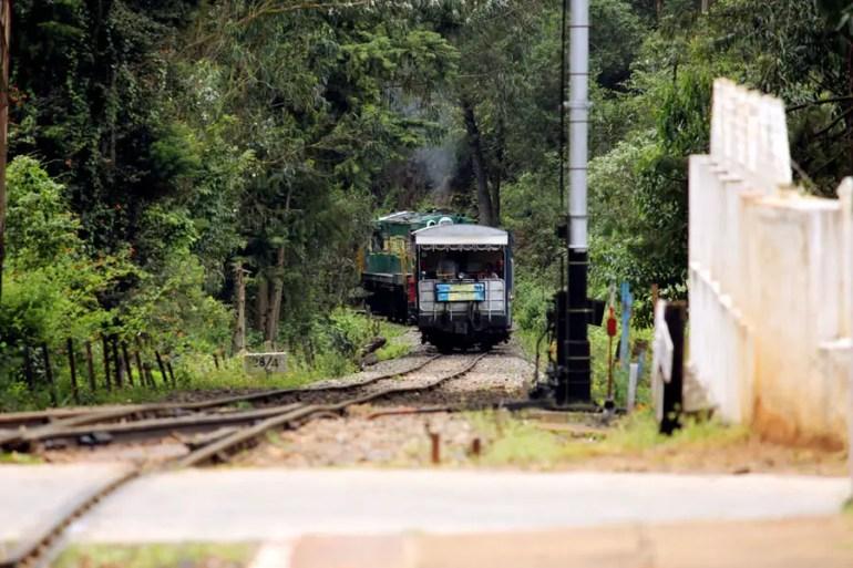 Coonoor - Wellington station approaching train