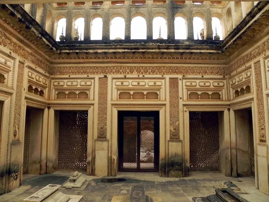 Paigah Tombs - An enclosure