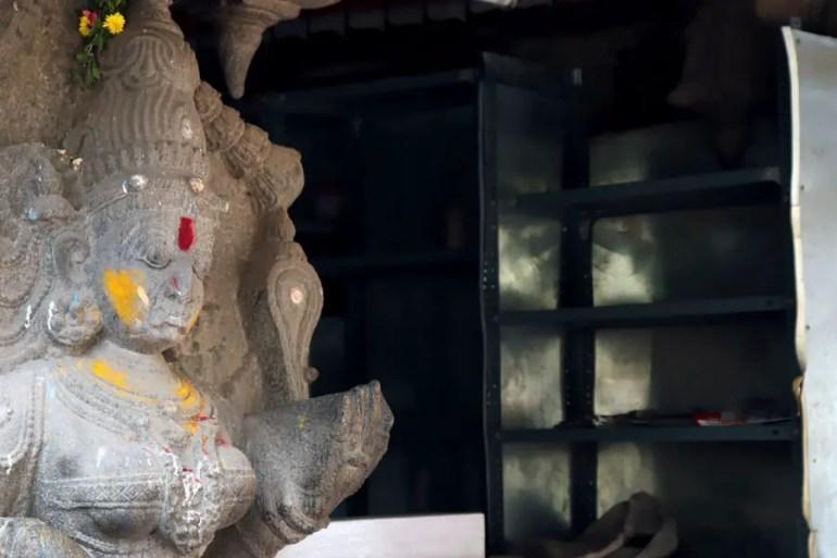 Madurai - Satue and shelves - Temples of Madurai and Thanjavur