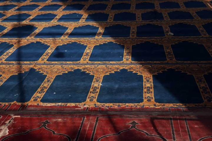 Prayer rugs, Mecca Masjid in the morning - the best time to visit Charminar