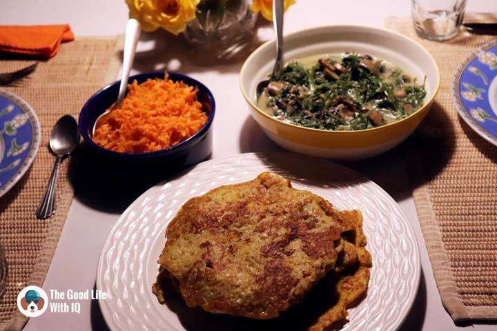 Lunch is served - Vegetarian and satisfying: Pumpkin potato pancakes with creamed spinach and mushroom