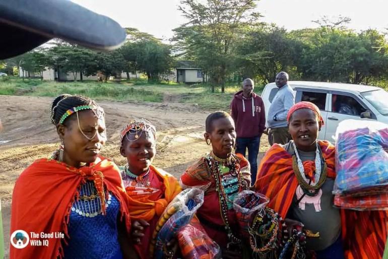 Kenya safari - Masai Mara - Masai ladies