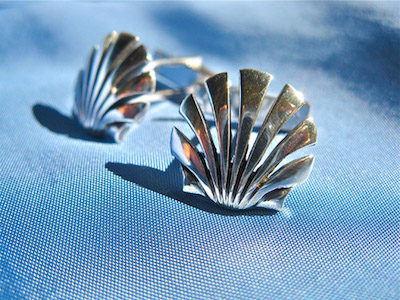Scallop shell symbol cufflinks
