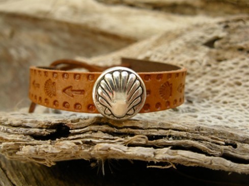 Camino bracelet with lucky symbols