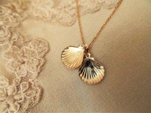 Camino scallop shell necklace