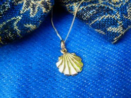 Gold necklace gift scallop shell necklace