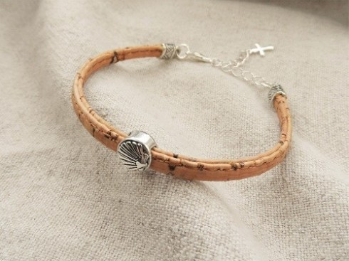 Camino-jewellery-safe-travel-bracelet-cork-with-silver-and-shell