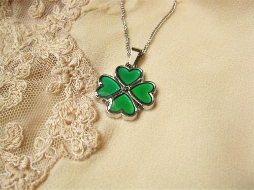 Lucky clover mood necklace