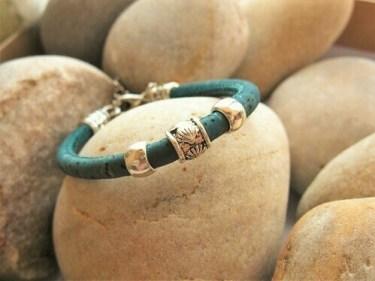 Camino shell bead on cork
