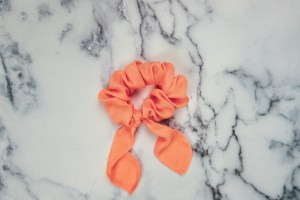 Maxi coral scrunchie with a long bow.