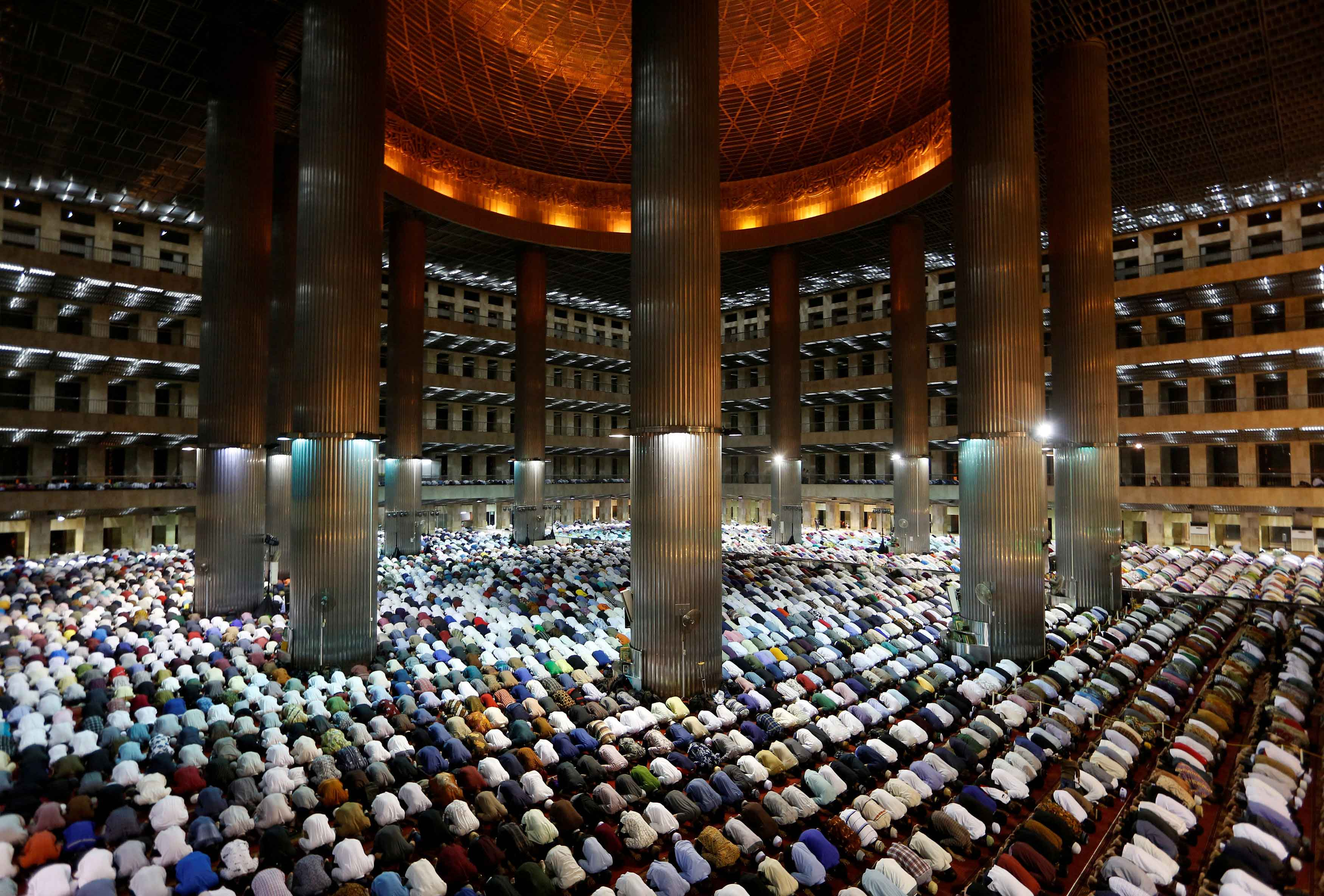 Taraweeh prayer in Istiqlal Mosque, Indonesia on May 16, 2018.