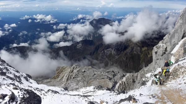 Gambar Pemandangan - Carstenz Pyramid Papua
