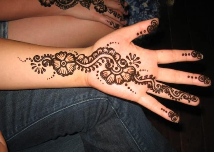Contoh Desain Henna Tangan Simple