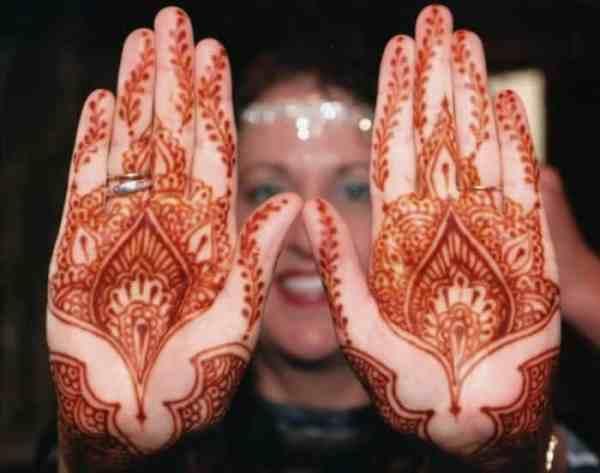 Motif Henna Warna Merah