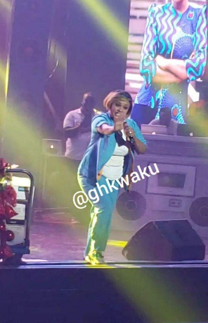 "Nana Ama McBrown Delivers Serious Rap Punchlines During Obrafour's ""Pae Mu Ka"" At 20 Concert"