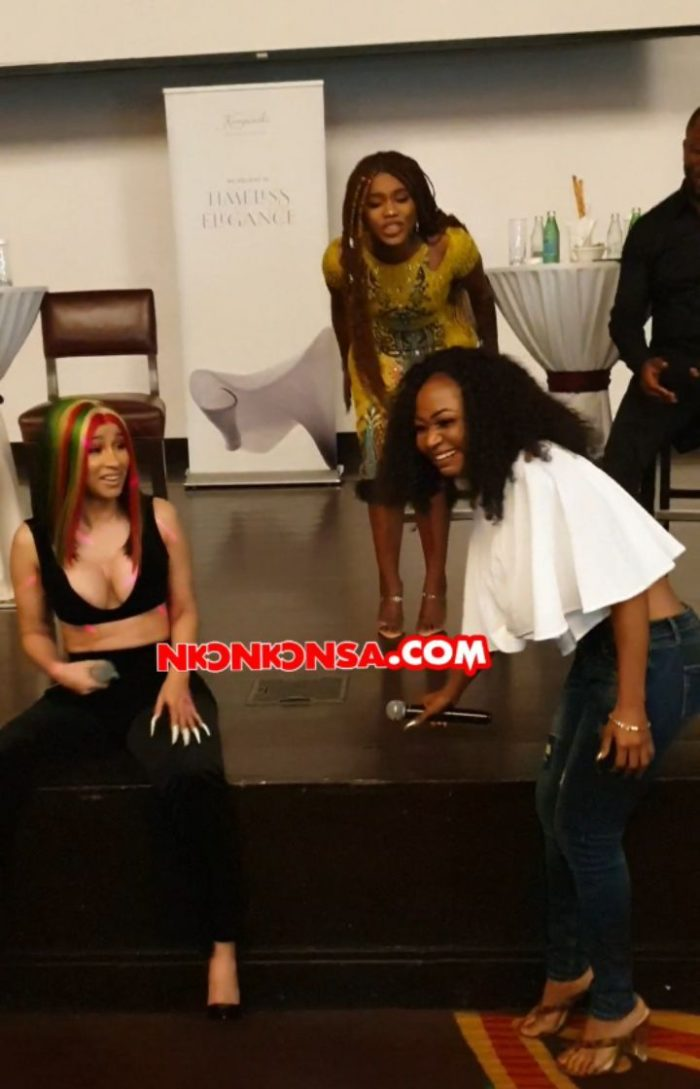 "Akuapem Poloo And Cardi B Roll On The Floor During ""Meet & Greet Cardi B"" Session"
