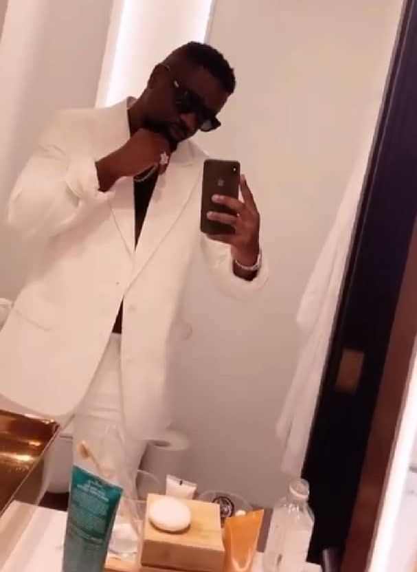Sarkodie Flaunts Diamond-encrusted Ring Which Is Expensive Than Shatta Wale's Swimming Pool