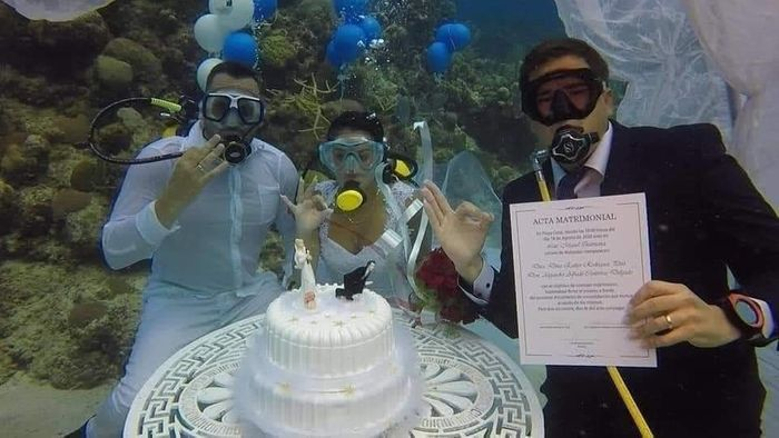 PHOTOS: Couple Weds Under The Sea