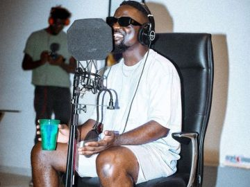 Video: Sarkodie Puts Kidi, Fameye, JDerobie, Tulenkey And Others On One Song