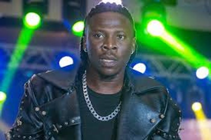Video: Stonebwoy Extends A Helping Hand To An Accident Victim
