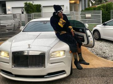 Medikal Flaunts Rolls Royce On IG But Refuses To Tell His Fans Whether It's Borrowed, Rented Or His Latest Whip
