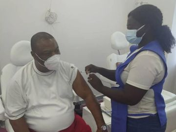 PHOTOS: Archbishop Duncan Williams Runs For Cover And Takes COVID-19 Vaccine To Protect Himself