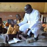 """""""He's Not Even Ashamed"""" - Ghanaians Blast Dr Bawumia For Posing With Pupils Studying Without Desks"""