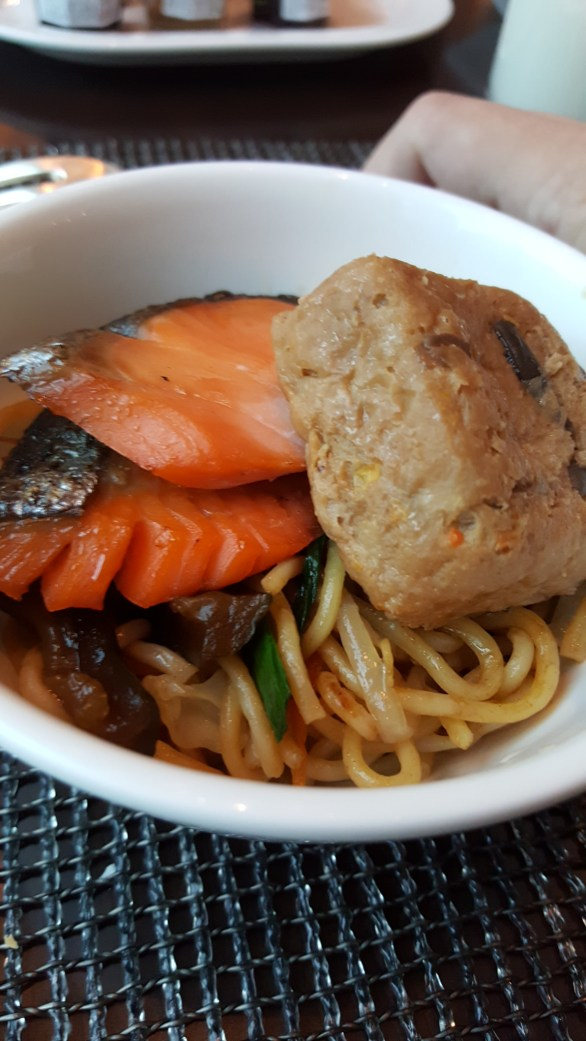 Yakisoba, salmon, tofu